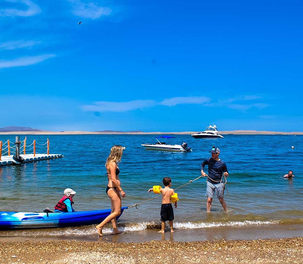 dia-de-playa-.paracas-peru